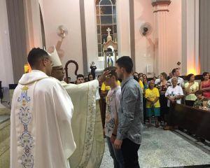CELEBRAÇÃO DO SACRAMENTO DA CRISMA REALIZADA EM MONSENHOR PAULO
