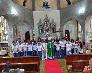 CRISMA NA PARÓQUIA DE NOSSA SENHORA DA CONCEIÇÃO EM AIURUOCA