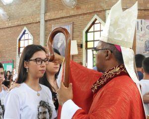 Dom Pedro realiza Sacramento da Confirmação na Paróquia Nossa Senhora do Carmo, Campos Gerais - MG